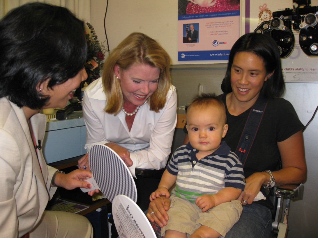 Dr. Hong Shows ABC7 News' Leigh Glaser How  Fun and Easy and InfantSEE ® exam can be!
