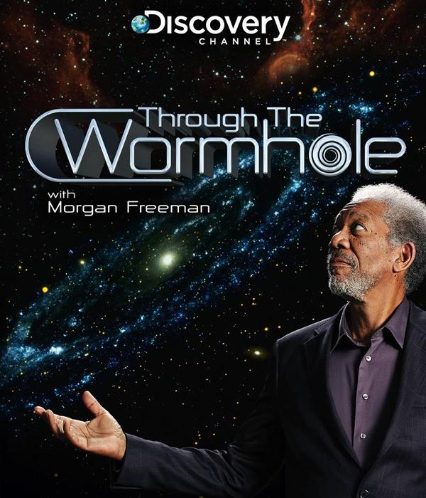 Présenté par Morgan Freeman, Trough the Wormhole explore les mystères les plus profonds de l'existence - les questions qui ont déconcertés l'humanité pour l'éternité. De quoi sommes-nous faits ? Qu'est-ce qui était là avant le commencement ? Est-ce que nous sommes vraiment seuls ? Y'a t-il un créateur ? Ces questions ont été réfléchies par les esprits les plus exquis du genre humain. Maintenant, la science s'est développée au point où des faits et des preuves doivent pouvoir nous fournir des réponses au lieu de théories philosophiques. Voyage dans l'espace temps rassemblera les avis les plus brillants et les meilleures idées des mêmes bords de science - l'Astrophysique, l'Astrobiologie, la Mécanique quantique, la Théorie des cordes et plus - pour révéler la vérité extraordinaire de notre Univers
